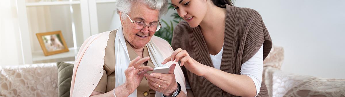 Mobilie telefoni gados vecākiem cilvēkiem? Jā!